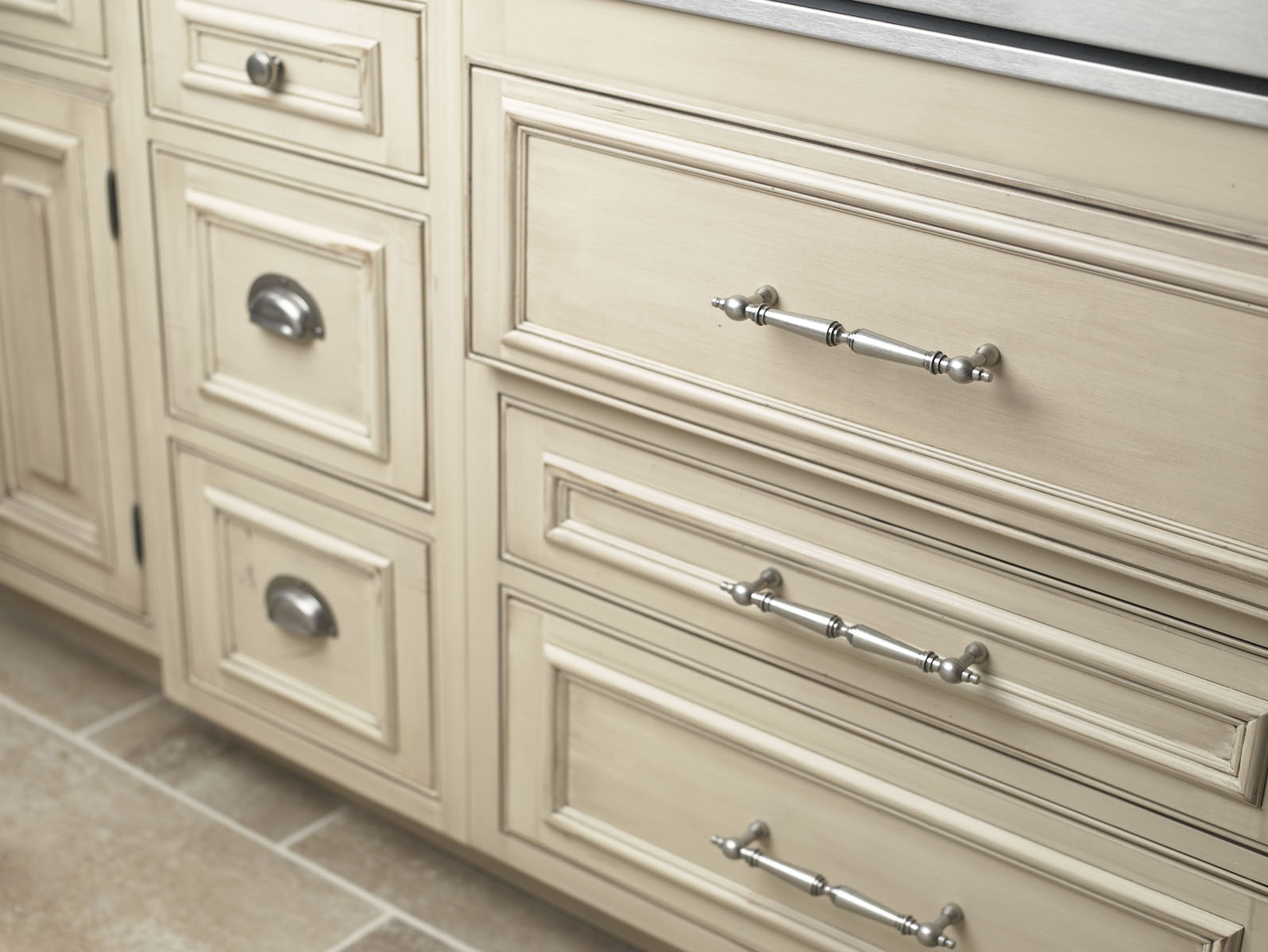 Choosing The Right Kitchen Cabinet Hardware Myknobs Blog